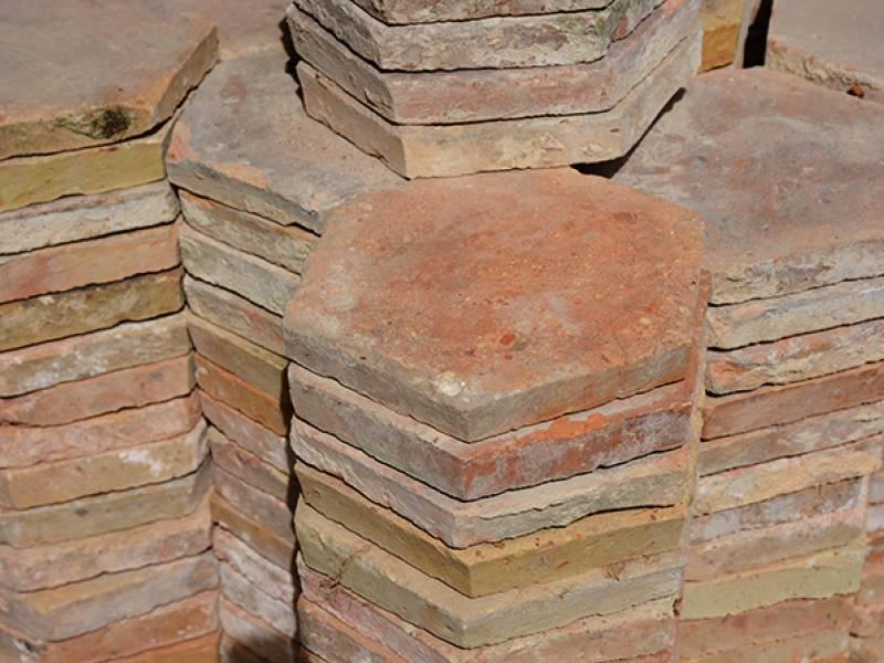 Mat riaux anciens en terre cuite tomettes briques tuiles for Brocante loiret