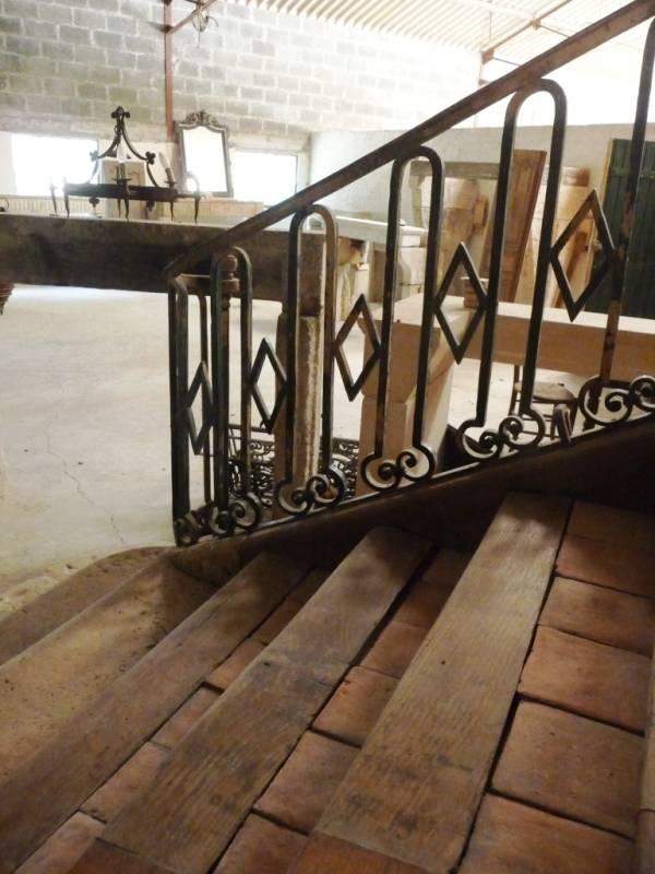 Escalier En Pierre Et Bois Epoque 17 Eme Vestiges De