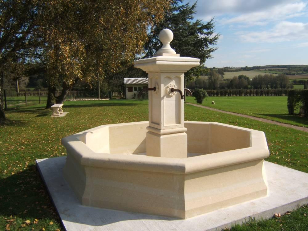 Fontaines anciennes, centrales et murales en pierre naturelle