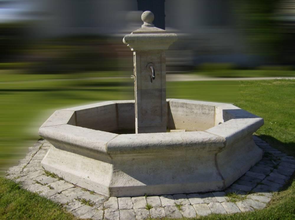 Fontaine centrale en pierre de Dordogne finition vieillie 4 sorties ...