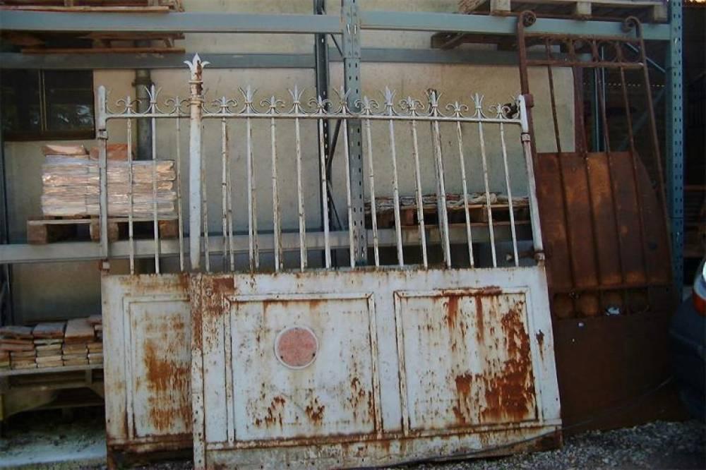 portail ancien en fer forg vestiges de france vente de mat riaux anciens. Black Bedroom Furniture Sets. Home Design Ideas