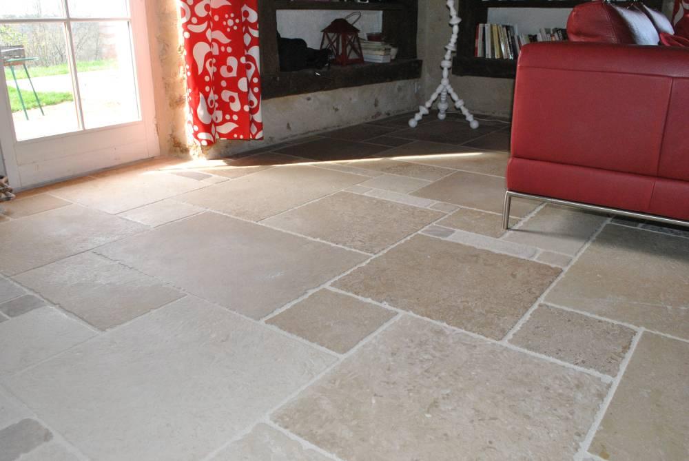 Sol int rieur pierre de dordogne toutes teintes d 39 ocre for Dallage pierre naturelle interieur