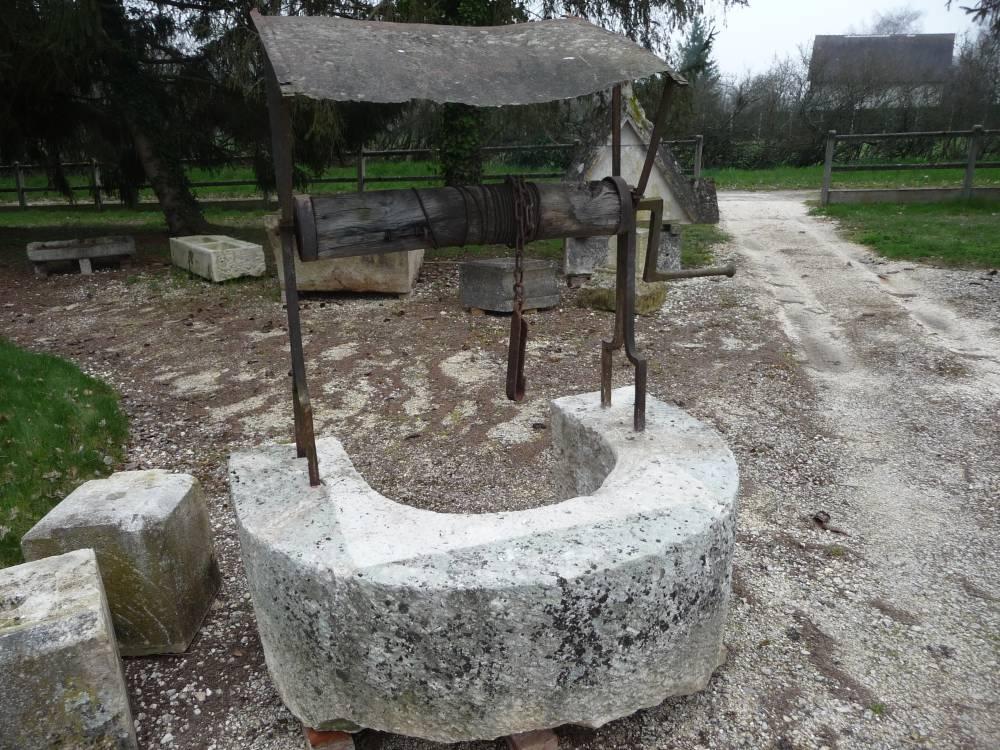 Puits ancien origine berry epoque 18 me vestiges de - Puit en pierre ...
