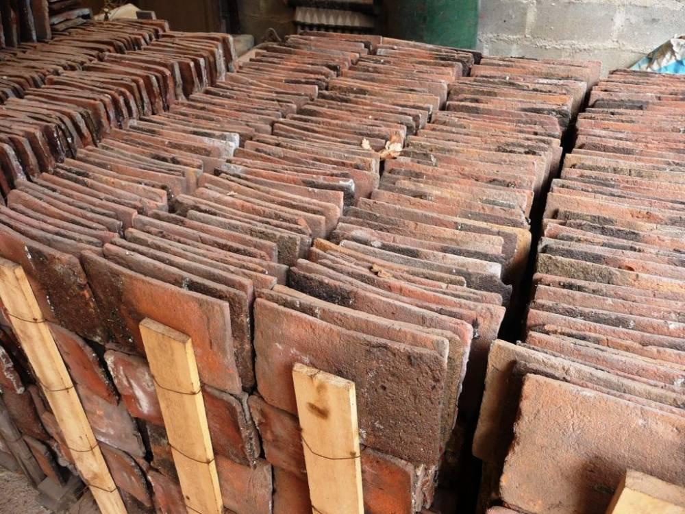 Tuiles plates de pays vestiges de france vente de mat riaux anciens - Pose tuiles plates anciennes ...