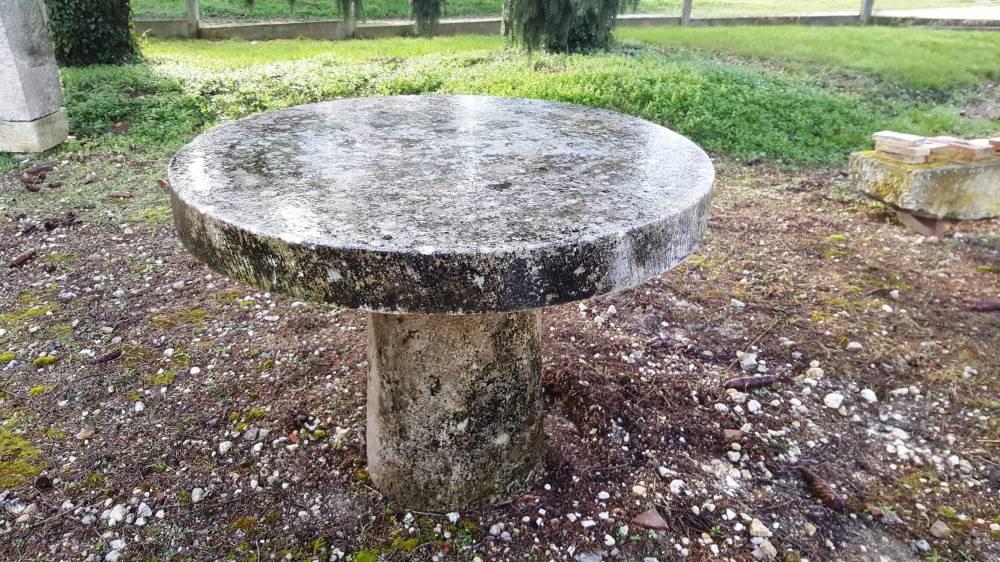 table ronde en pierre vestiges de france vente de mat riaux anciens. Black Bedroom Furniture Sets. Home Design Ideas