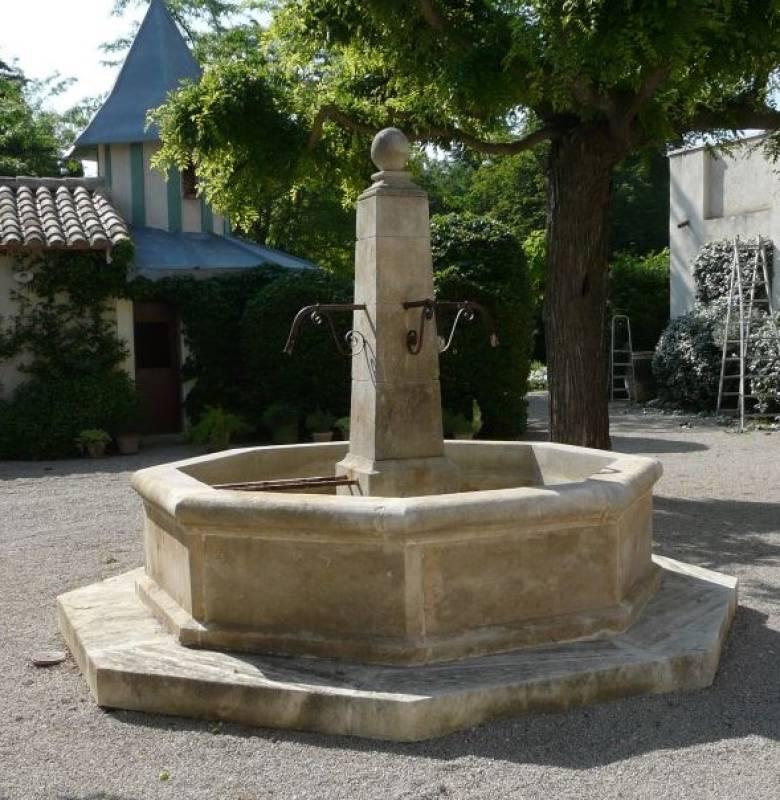 Fontaine centrale en pierre de Massangis-   Vestiges de France ...
