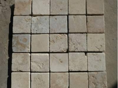 Pavés en pierre naturelle grise et ocre