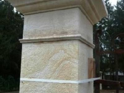 Piliers de portail en pierre naturelle - Pilier de portail en pierre ancien ...