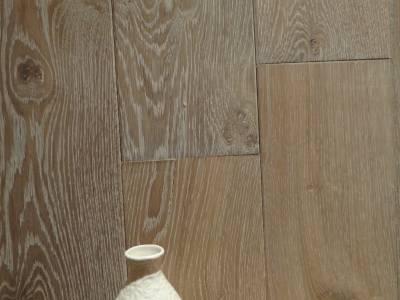 NATURAL GREY- Patiné gris clair avec veinage.