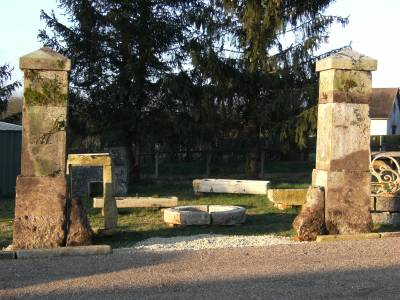 Paire de pilier de portail ancien.