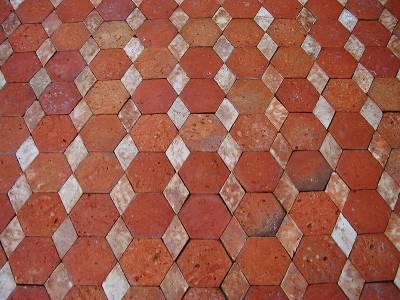 Sols anciens  en terre cuite à navette.Possibilité de reproduire le même sol dans d'autres couleurs de tomettes.