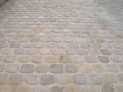 Pavés en pierre naturelle.