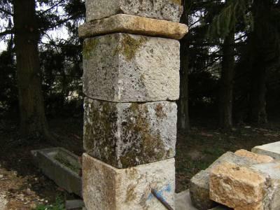 Pilier en pierre de taille