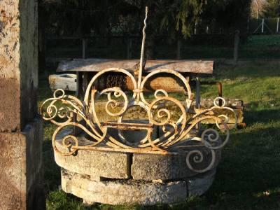 Puits ancien. Origine Yonne