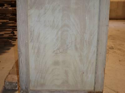 Porte de placard en bois blanc