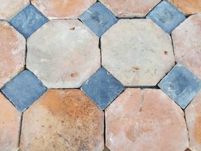 Sol ancien en terre cuite octogonale