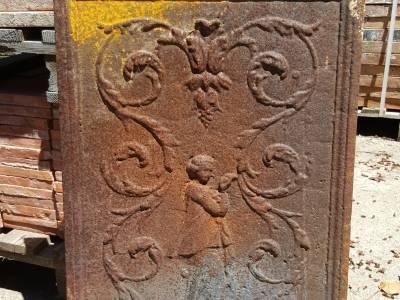 Plaque de cheminée d'époque