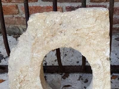 Œil de bœuf en pierre