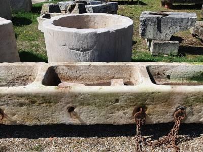 AUGE- ANCIEN ABREUVOIR À BESTIAUX.