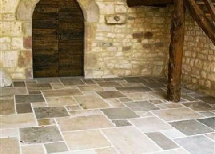 sol ext rieur pierre de dordogne ocre et gris vestiges de france vente de mat riaux anciens. Black Bedroom Furniture Sets. Home Design Ideas