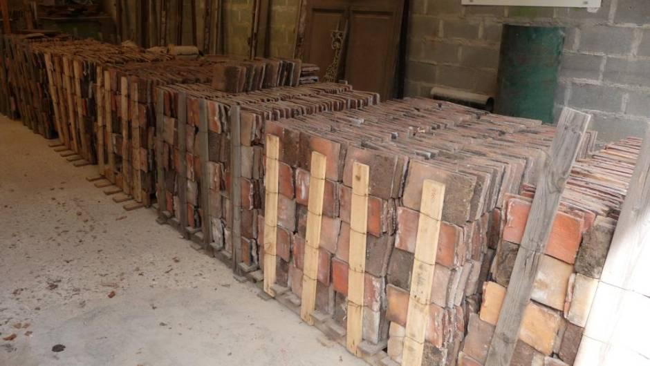 tuiles anciennes vestiges de france vente de mat riaux anciens. Black Bedroom Furniture Sets. Home Design Ideas