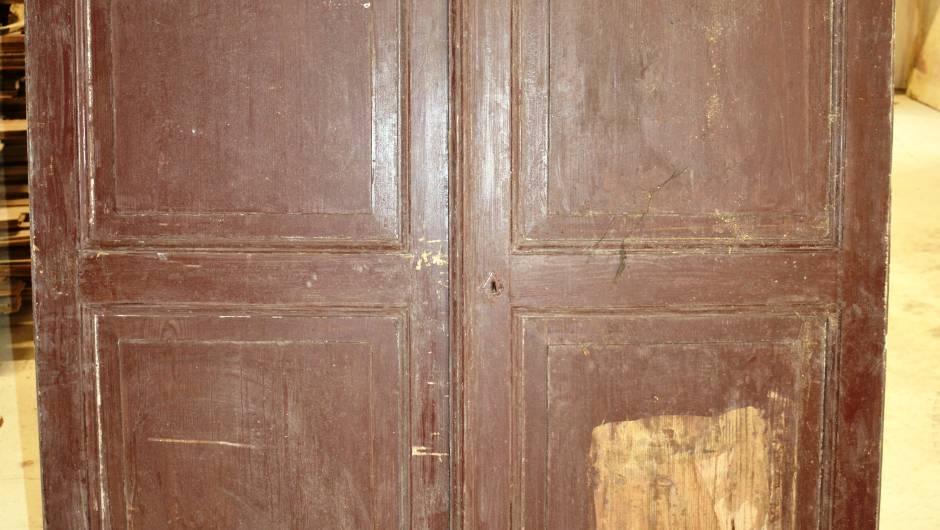 Porte double de placard en bois blanc vestiges de - Porte de placard en bois ...