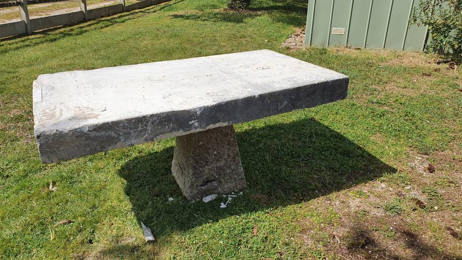 TABLE DE JARDIN - TAB-AN-01